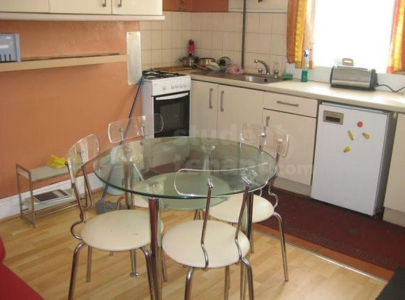 Thumbnail Shared accommodation to rent in Rothesay Terrace, Bradford, West Yorkshire