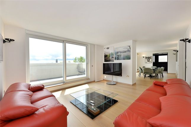 Flat for sale in Hyde Park Place, Hyde Park