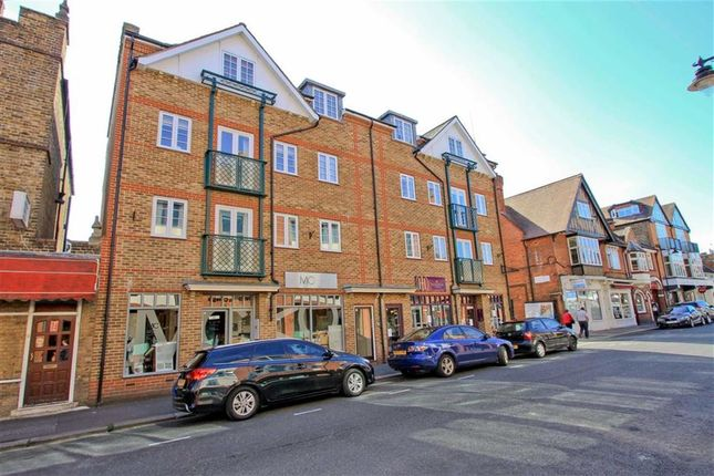 Thumbnail Flat for sale in Temple Gate, Windsor, Berkshire