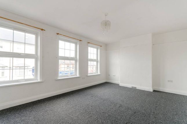 3 bed maisonette to rent in Hook Road, Surbiton KT6