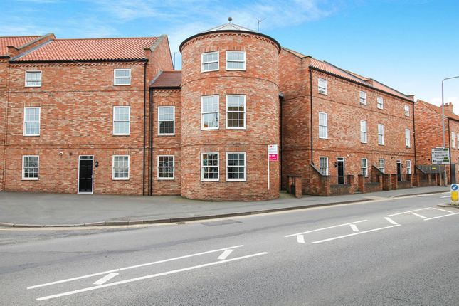 Thumbnail Town house for sale in Wellesley Court, Retford