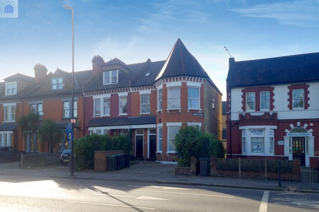 2 bed flat for sale in Bounds Green Road, London N22