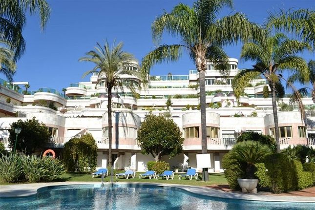 Thumbnail Apartment for sale in Gray D'albion, Puerto Banus, Marbella