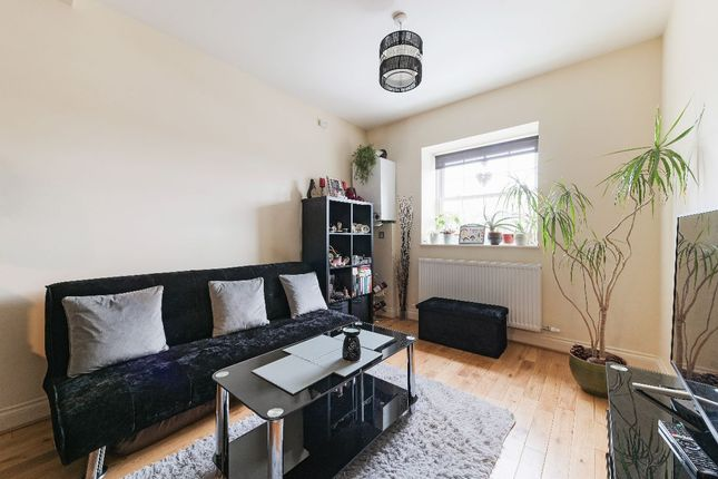 1 bed flat to rent in Tolworth Rise South, Tolworth, Surbiton KT5