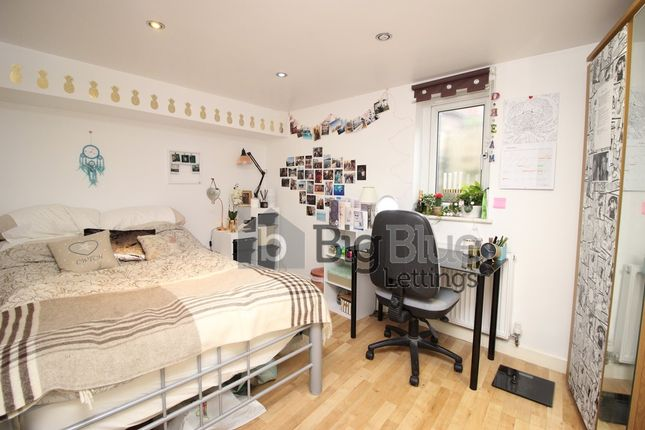 Thumbnail Property to rent in Norwood Road, Hyde Park, Seven Bed, Leeds