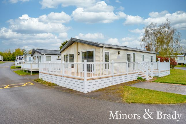 2 bed mobile/park home for sale in Butt Lane, Burgh Castle, Great Yarmouth NR31