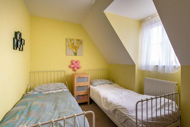 Honesty Close Bedroom2 Top Floor