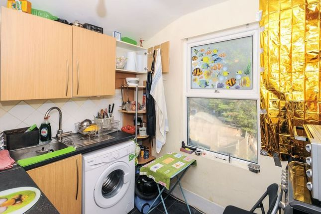 Thumbnail Flat for sale in Rays Road, London
