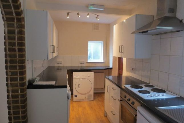 5 bed semi-detached house to rent in The Avenue, Brighton