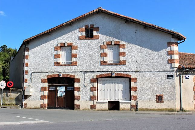 Poitou charentes vienne l 39 isle jourdain 6 bedroom for Garage ford l isle jourdain