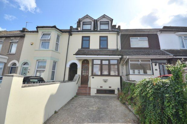 Flat to rent in Napier Road, Gillingham