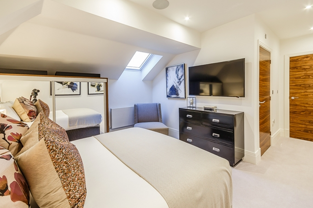 Thumbnail Flat to rent in Palace Wharf Apartments, Rainville Road, Hammersmith