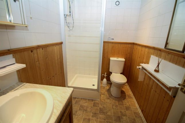 Bathroom of Bolton Court, Bradford BD2