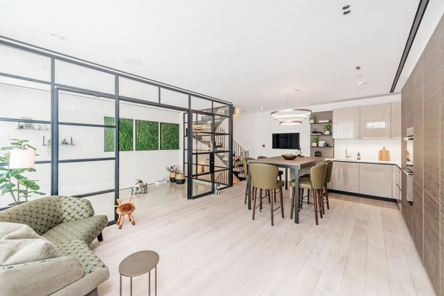 Thumbnail Mews house to rent in Princes Gate Mews, London