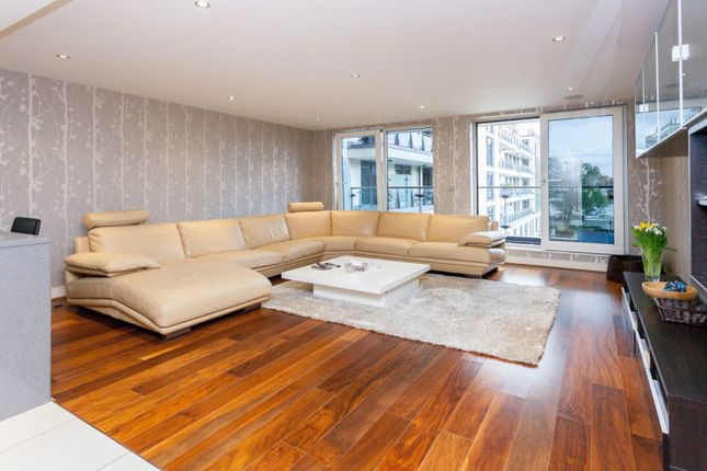 Thumbnail Flat to rent in Lensbury Avenue, Fulham