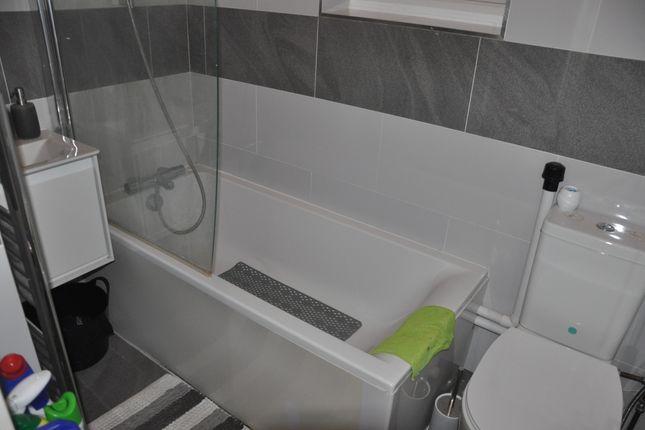 Family Bathroom of Greenford Avenue, Southall UB1