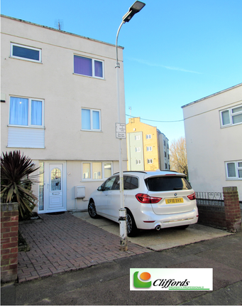 Thumbnail Town house to rent in Roodegate, Basildon