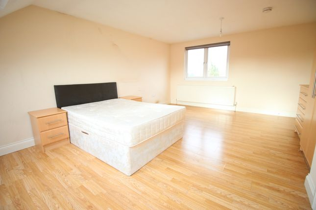 Thumbnail Flat to rent in Bulstrode Avenue, Hounslow, Greater London