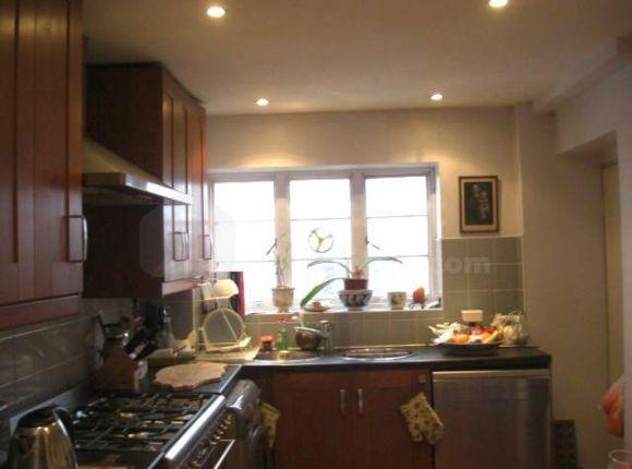 3- Kitchen Cimg8518