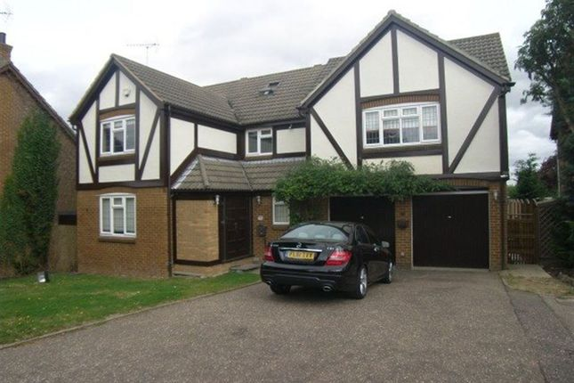 Thumbnail Property to rent in Blacksmith Close, Billericay