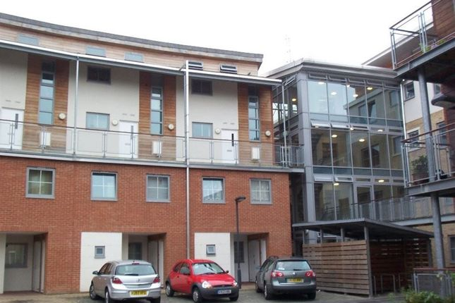 Thumbnail Maisonette to rent in Windmill Road, Slough
