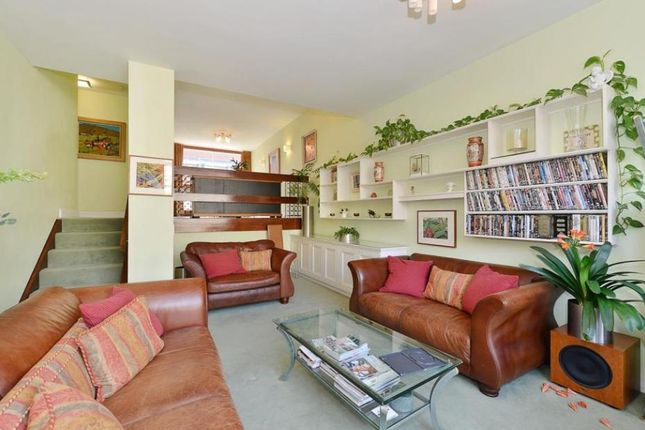 Thumbnail Terraced house for sale in Wallside, Barbican, Londoon