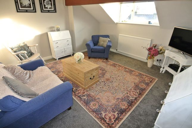 Thumbnail Flat to rent in Westgate, Honley, Holmfirth