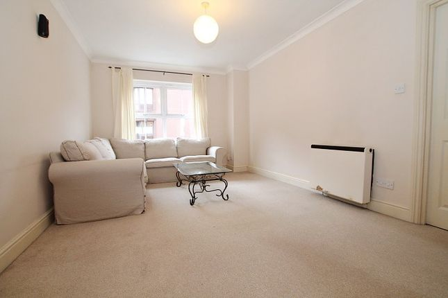 1 bed flat to rent in Burleigh Gardens, Woking