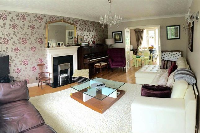 Thumbnail Detached house to rent in Kings Road, Ilkley