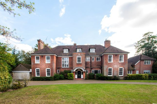 Thumbnail Country house for sale in Chislehurst Road, Bromley