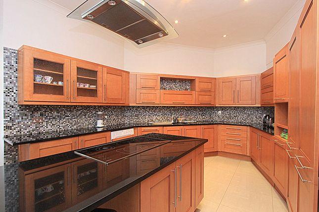 Thumbnail Flat to rent in Oakwood Court, Kensington