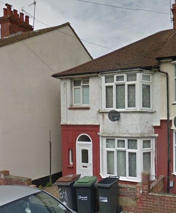 Thumbnail End terrace house for sale in Harcourt Street, Luton