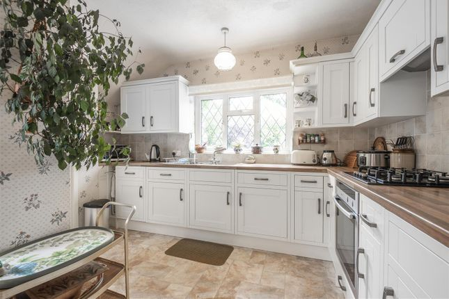 623502 (5) of Orchard Close, East Horsley, Leatherhead KT24