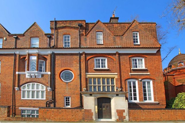 Thumbnail Flat to rent in Holland Park Road, London