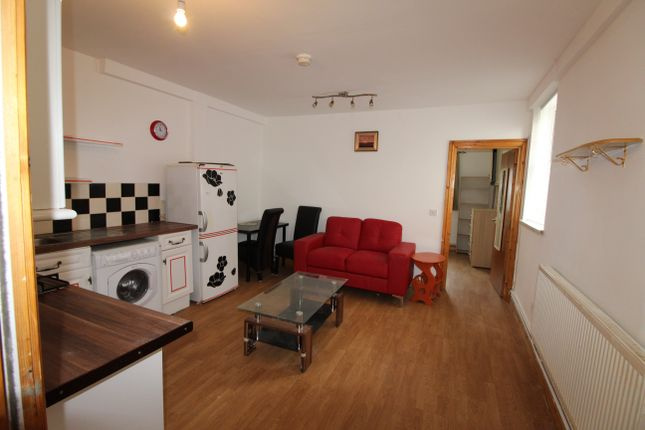 1 bed flat to rent in Dalton Street, Cathays, Cardiff
