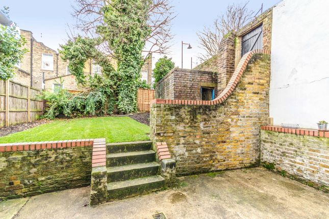 Thumbnail Maisonette for sale in Packington Street, Islington, London