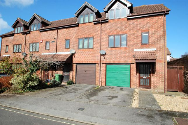 Thumbnail Town house to rent in High View, Woolner Avenue, Petersfield