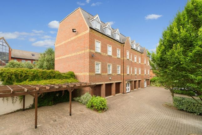 2 bed flat to rent in St. Thomas Street, Oxford