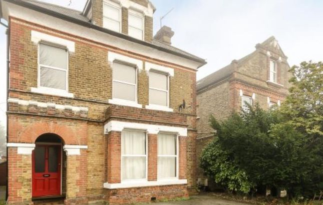 Flat to rent in Station Road, Winchmore Hill