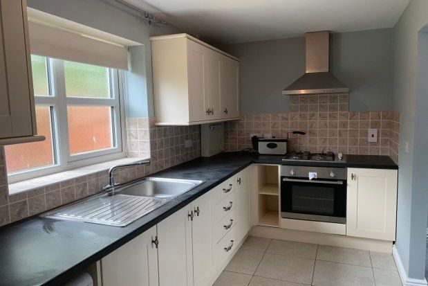 3 bed flat to rent in Sandhurst Road, Tilbury RM18