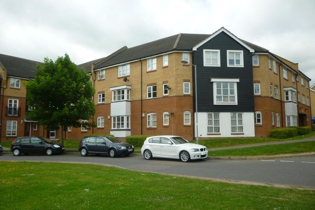 2 bed flat to rent in Plomer Avenue, Hoddesdon