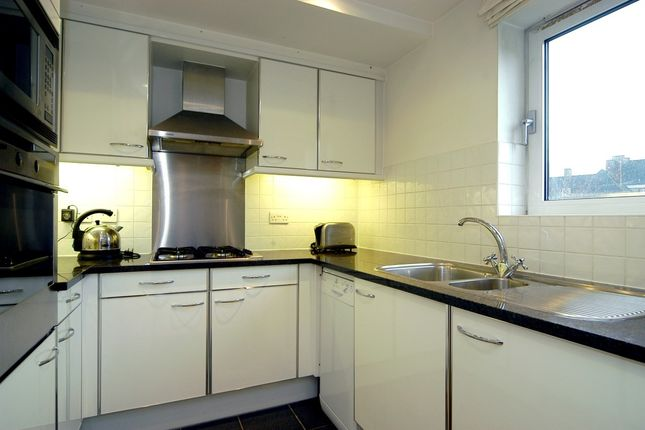 Kitchen (Custom) of Providence Square, Shad Thames, London SE1