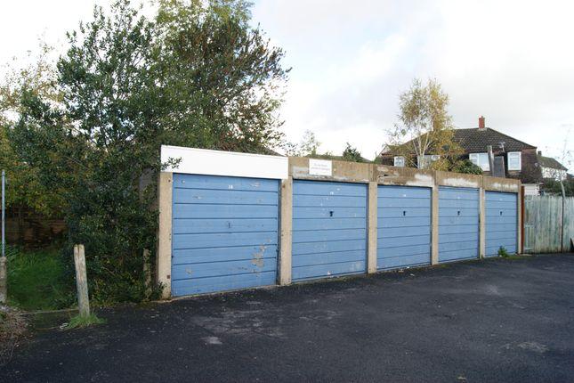 R030 Garages 11-15