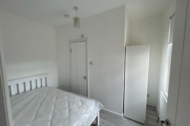 Thumbnail Room to rent in Denny Road, London