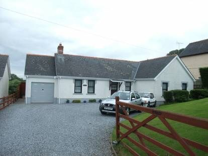 3 bed detached bungalow for sale in Blaenfos, Boncath, North Pembs.