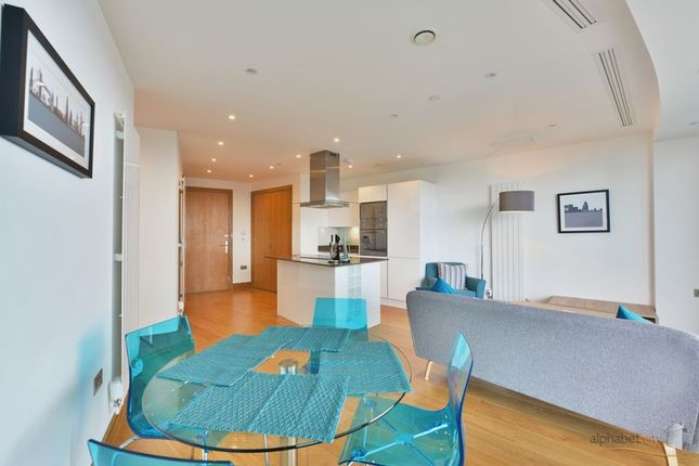 Dining Area of 25 Crossharbour Plaza, London E14