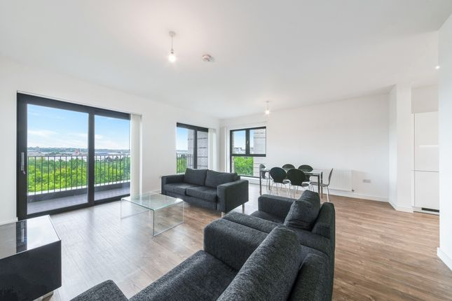 Thumbnail Flat to rent in Kingfisher Heights, Waterside Park, Royal Docks