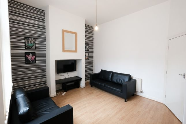 Shared accommodation to rent in Emmanuel Street, Preston