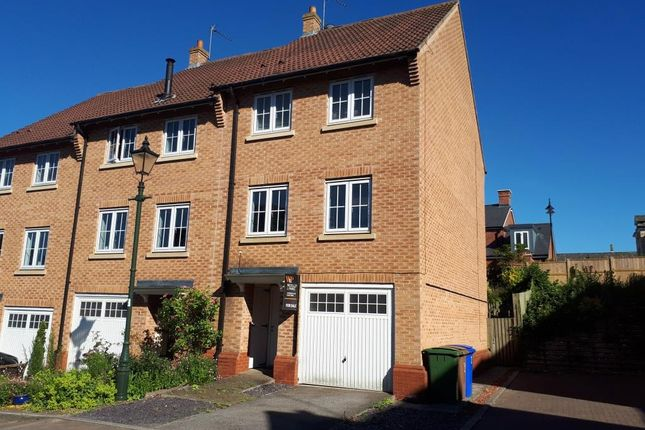 Thumbnail Town house to rent in Laurel Court, Beverley