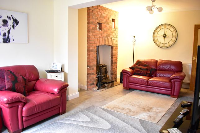 Lounge Area of Beech Hill Crescent, Mansfield NG19
